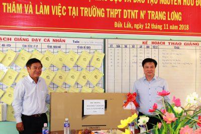 Thứ trưởng Bộ Giáo dục và Đào tạo Nguyễn Hữu Độ thăm và làm việc tại trường THPT DTNT Nơ Trang Lơng